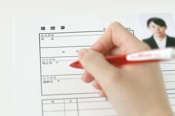 市販の履歴書と大学指定の履歴書、どっちを使うべき?合否に影響はあるの?