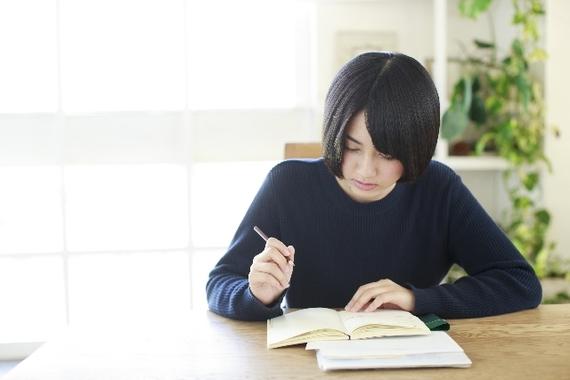文系大学生に聞いた! 「理系」よりも「文系」のほうがすごいと思うこと「コミュ力」「モテる」