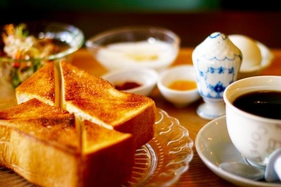 男子大学生に聞いた! おとまりデートの翌朝彼女に作ってほしい朝食Top5! 3位焼き魚、2位味噌汁を超えた1位は……