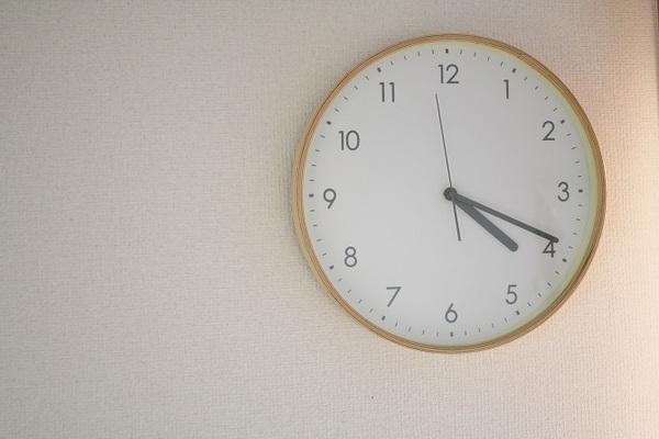 ビジネスメールを送っていい時間帯&NGな時間帯は? 送信マナーをチェック