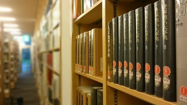 面接で「好きな本は?」と聞かれてマンガを答えるのはあり? なし? 先輩社会人に聞いてみた!