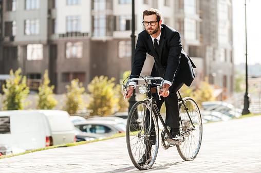 自転車屋さんに聞いた! 雨の日の自転車走行に役立つグッズ5選