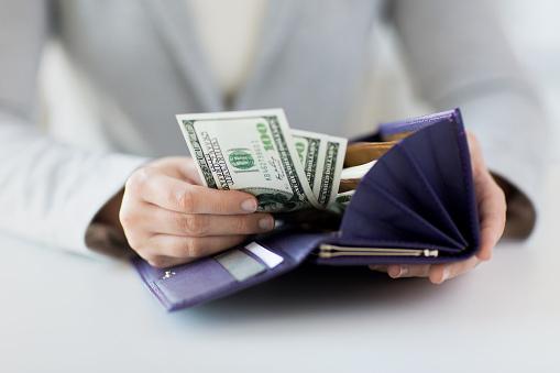 社会人のお財布事情。いつもいくらくらい持ち歩いている? 平均は1万3000円