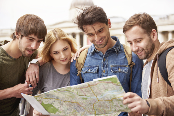 「手振り身振り」「スマホアプリで対応」英語で道案内できる? 道端で外国人に道を聞かれた経験