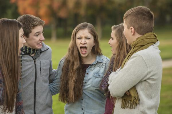 【学生編】「キャンパスで仲間をドン引きさせる話題は何ですか?」ランキング。学生諸君、ノロケ話とマニアックネタには要注意!