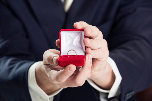 彼氏から「指輪」のプレゼントは重すぎ? 女子大生に聞いてみた!