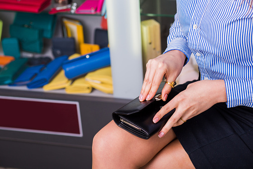 デートのお会計、女子には財布を出すフリくらいしてほしい? 男子の意見は