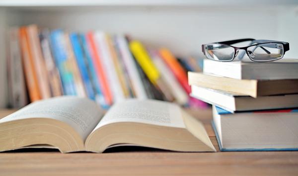 意外と少年漫画はあり!? 女性500人に聞いた! 男性の本棚にあったら好感度の高い本とは?