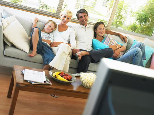 テレビのチャンネル権、あなたの家は誰が持っていた? 1位はぶっちぎりで父親「シーズン中は野球」「購入者だから」