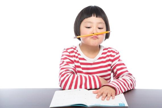 大学生も逃れられない!? 今年の夏休み、宿題がある学生は◯割以上!
