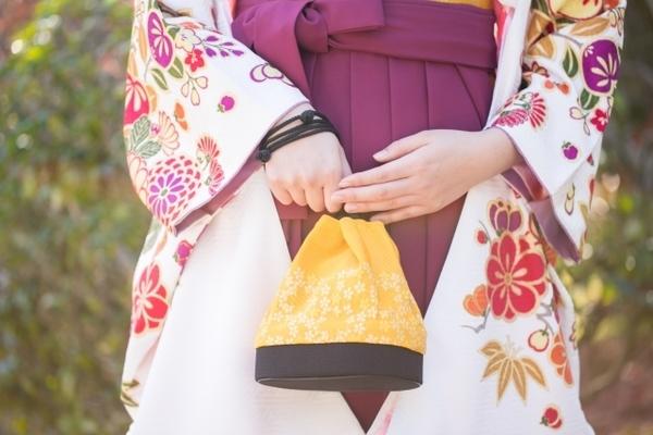 赤色×紺色が一番人気! 大学の卒業式で着たい袴の組み合わせランキング!