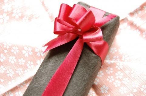 誕生日・記念日に彼氏からもらうとうれしいプレゼント5選! 女子大生に聞いてみた
