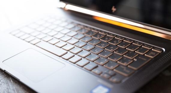 新入生はどっちを買うべき!? Surface とMac bookそれぞれの特徴を解説!【学生記者】
