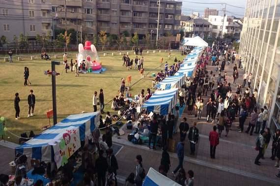 【日本大学商学部:砧祭】°C-uteにフォーリンラブも! 盛り上がること間違いなし【2016学園祭情報】