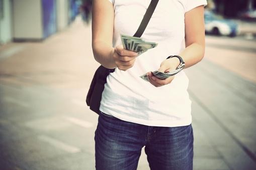 アルバイトで月◯万円稼ぐ!? イマドキ大学生の金銭事情【学生記者】