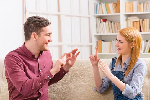 手話部の大学生が厳選! 手話シーンが登場するおすすめドラマ作品3選【学生記者】