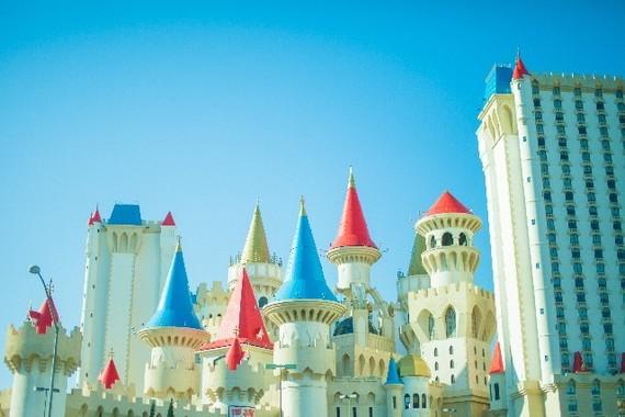 ディズニーランドの「三大マウンテン」、大学生に一番人気なアトラクションはどれ?
