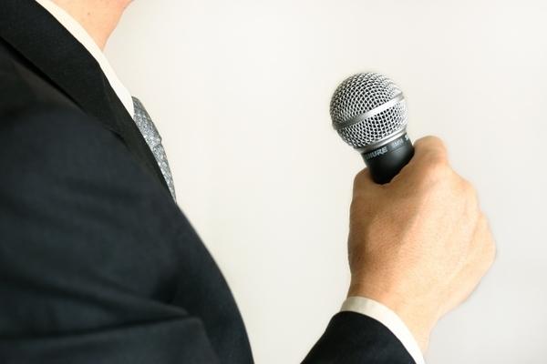 【例文つき】1分間スピーチの鉄板ネタ・雑学の選び方 朝礼やアイスブレイクで活かせるコツとは?