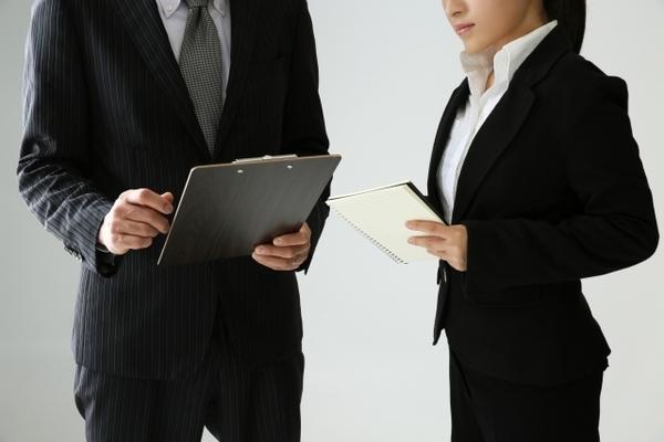 「報連相(ほうれんそう)」の意味と使い方は? ビジネスで報連相を実践するポイント【スグ使えるビジネス用語集】