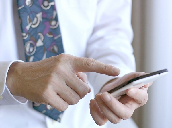 仕事関係でLINEを使ったことがある社会人は約3割! 「既読機能が便利」