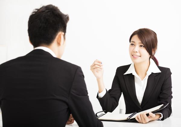 就活の面接で「簡単に自己紹介をしてください」と聞かれたらどこまで話す? 悩んだ先輩就活生は約4割!