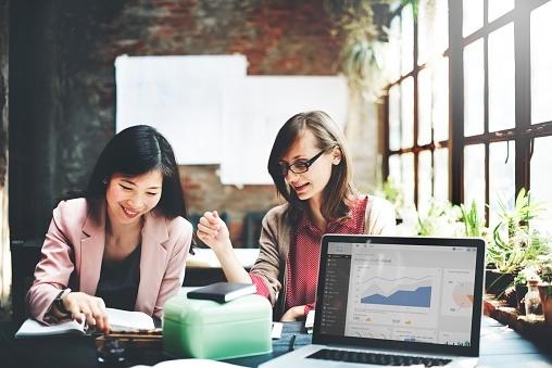 金融業界に内定した先輩の就活体験談! ES作成のコツと面接のポイントは?