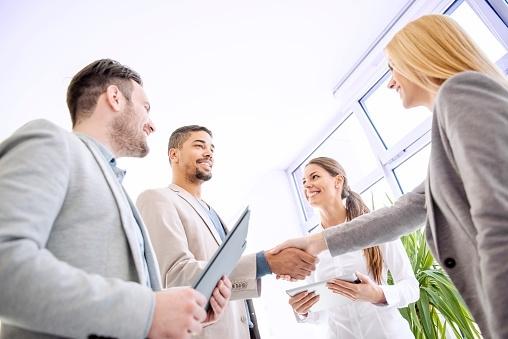 定番ビジネス敬語一覧! ビジネスで使えるフレーズ25選