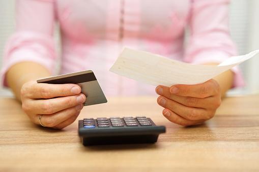 貯金があれば関係ない? ぶっちゃけ「給料日前で生活が苦しい」と感じたことがない社会人は約8割