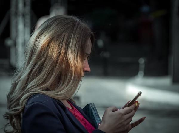 メールやLINEにハートマークがついてたら脈あり?! 女性の本音は......「深読みしすぎ」「媚を売ってるだけ」