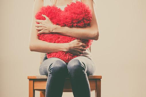 失恋しても好き……諦めないで片思いし続ける人必見! 辛い恋を乗り越える方法とは?