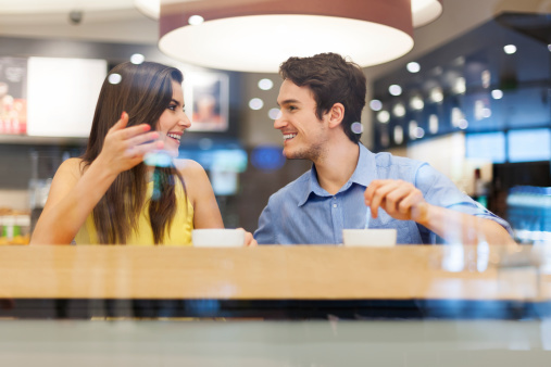 本命は緊張する!? 女子大生の約7割が恋人より恋愛対象外の男子とのほうが話しやすいと回答!