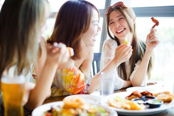 部下や後輩とご飯に行くとき、毎回全額おごる社会人は約4割「自分もしてもらったから」