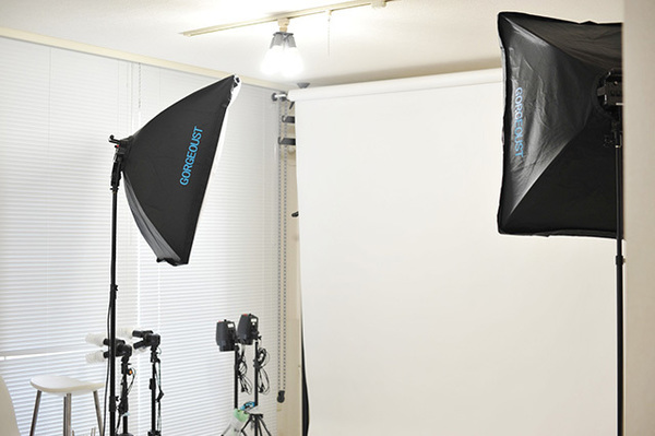 証明写真の値段はどれくらい? セルフの写真機ボックスとスタジオ撮影の違いとは