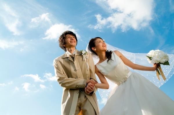 結局「大学時代の彼女とそのまま結婚」が一番幸せだと思う? 男性社会人の3割が……