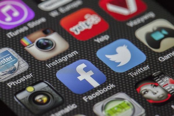 学生時代とSNSの使い方が変わった社会人は約2割! なんのために使ってるの?