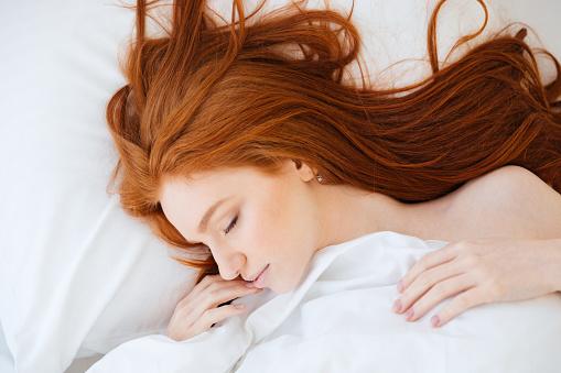 月曜は特に……朝起きて「会社行きたくない」と思ったことがある社会人は約5割!
