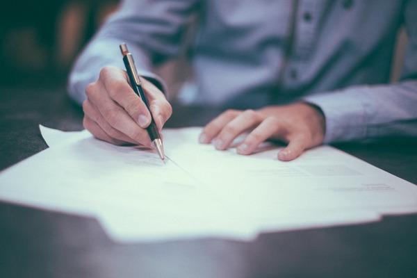 弁護士の年収はどれくらい? 仕事内容と気になる平均給与を解説