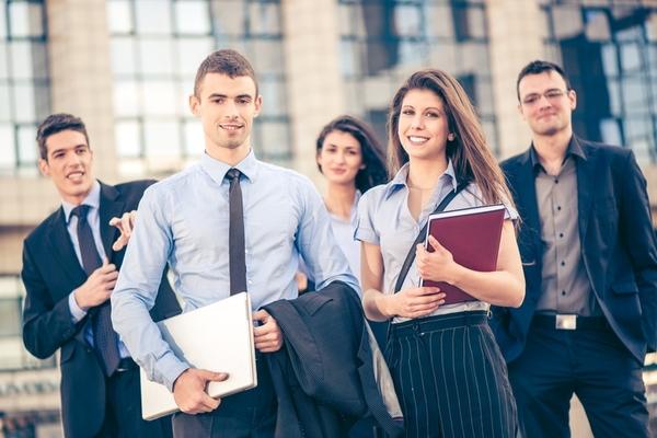 大学デビューならぬ、社会人デビューをもくろんでいる新社会人は約2割!