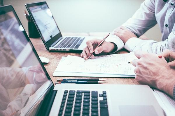 コンサルタントとはそもそも何? 仕事内容と年収を解説