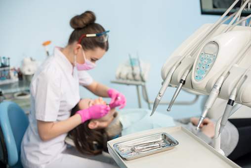 歯科衛生士になるには? 必要な資格や働き方、年収について知ろう