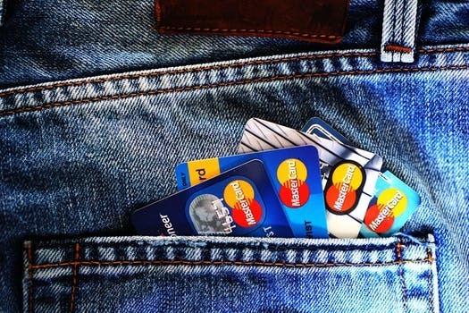 お財布パンパンになってない? 社会人が財布に入れているカードの枚数を調査!