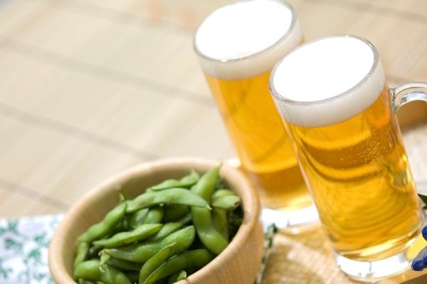 乾杯の定番「ビール」、抵抗なく飲める新社会人は65.7%! 一方苦手な人も……