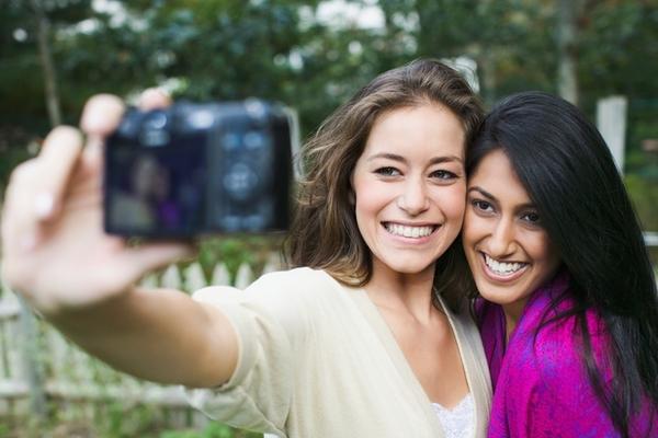 スタジオカメラマンに聞く、「写真を撮るとき笑顔を引き出す方法」