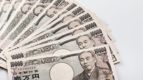 年収1,000万円以上の人に聞いた、生活の実態! 約7割が「贅沢」できない「リッチではない」