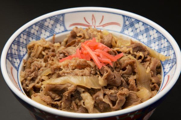 15年前は400円、10年前は280円!? 今はまた値上げ......。これまで牛丼の値段はどう推移してる?