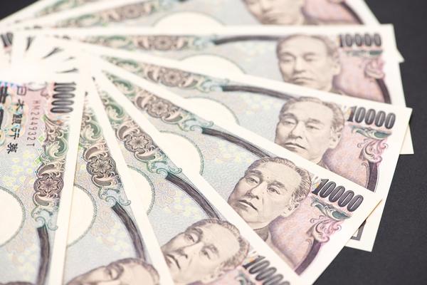 年収400万円の人に聞いた、自分の収入に満足している? 半数が「満足」→「困ってない」「遊ぶお金は欲しい」