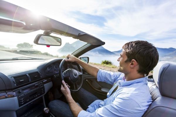 社会人に聞いた、車についていたらいいなと思う新機能TOP5「空を飛ぶ」「空気清浄器」