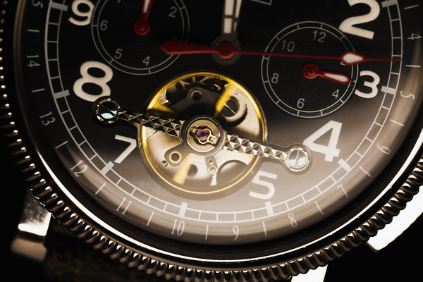 社会人にとって「腕時計=ステータス」? 7割が「NO」と回答「高価だからいいわけではない」「時間がわかればいい」