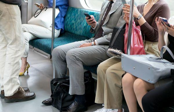 社会人が実践する、暇な通勤時間の有意義な使い方「英語のヒアリング学習」「ニュースのチェック」