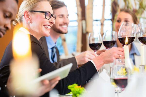 社会人が実践している、上司や会社の評価を上げるためにやっていること「飲みに行く」「手柄は必ず報告」